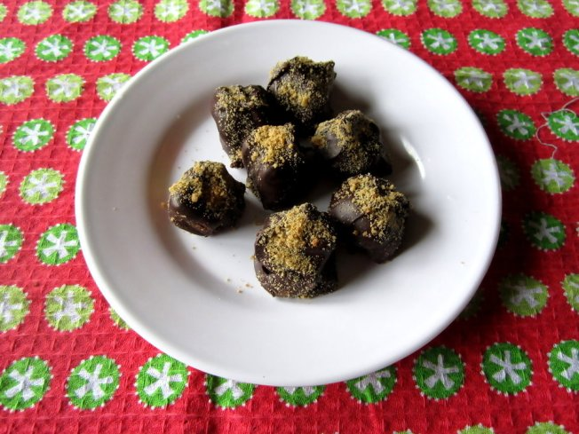 Pumpkin Pound Cake Truffles with Gingerbread Cookie Crumbs
