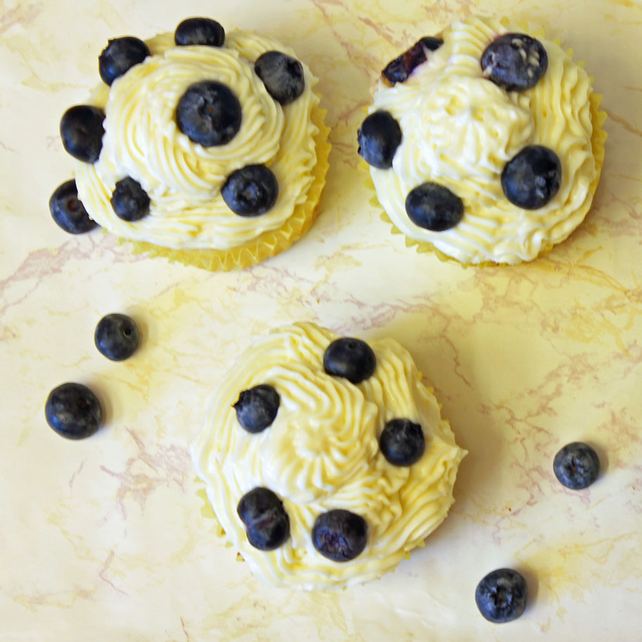 Summer Lemon Blueberry Cupcakes with Lemon Cream Cheese Frosting 10-082413