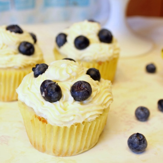 Summer Lemon Blueberry Cupcakes with Lemon Cream Cheese Frosting 16-082413